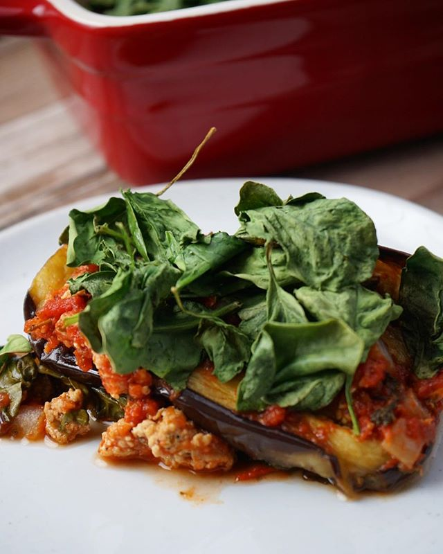 @addicted_to_lovely has been telling me about her paleo eggplant lasagna for MONTHS and we finally made it together last night pre-GOT finale. We skipped the cashew cheese this time, loaded on the spinach (crispy spinach is AMAZING) and used ground chicken and homemade marinara. Safe to say I have found a new favorite meal 🙌🏻 Recipe is on her blog!