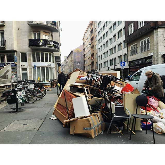 budapest wander series 🇭🇺❕ fridays on the streets = discarded goods, come one, come all! . . . #wanderwithme #wanderwithmedesigns #budapestseries #wander #onthestreets #hungarianrootsrunstrong #grandmother❤️