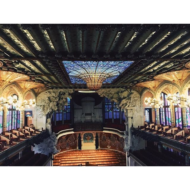 lightbox ✖️ barcelona = #blown 😳 . . . #thejoysofwandering #wanderlust #wanderwithme #wanderwithmedesigns #palaudelamusica #mindblown #naturalight