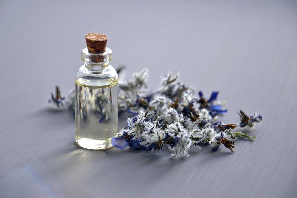 cosmetic-oil-3164684_1920.jpg