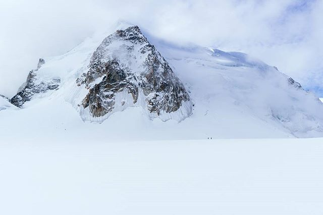 Can you spot the climbers? I shot this while @taylormichaelburk, @hayoui, @chadofutah, and I were crossing the Vallée Blanche from France to Italy; this shot really creates a sense of how massive the Mont Blanc mastiff is.