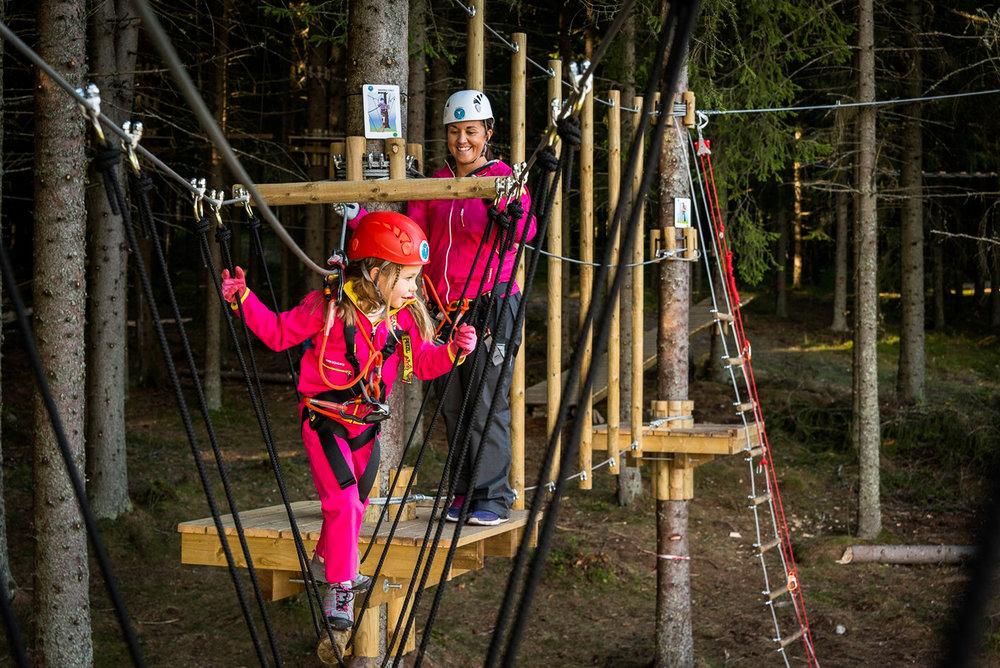Lek og trening for hele familien - Bli med å klatre i trærne. Parken åpner til våren og vi gleder oss til å se deg i parken sammen med ossVil du vite mer? ➝