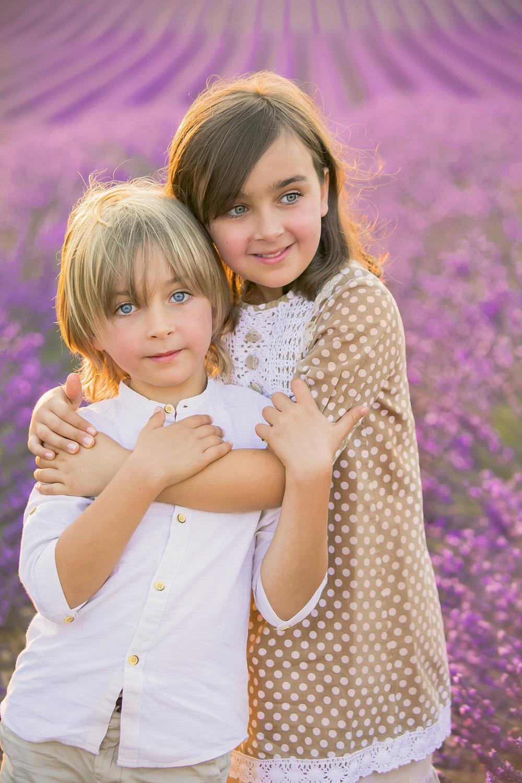 Дети на лавандовом поле
