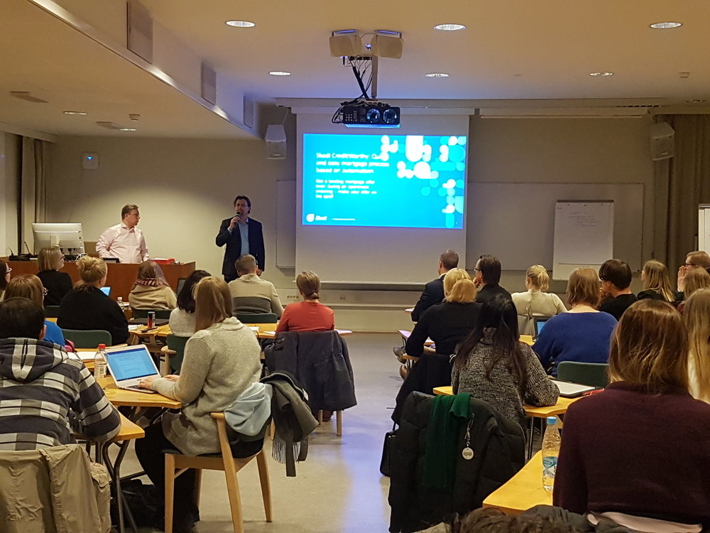 Skadi's Mikko Nikkanen pitches the CreditWorthy assignment to Aalto business students.