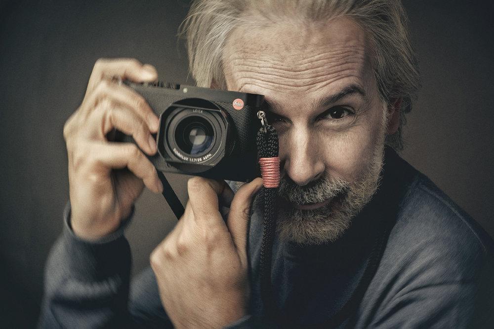 A volte il clima festivaliero prosegue anche d'inverno, il grande Stefano Mirabella ospite del nostro studio  Canon EOS-1Ds Mark III - EF 85mm f/1.8 USM  Stefano Mirabella:  stefanomirabella.com