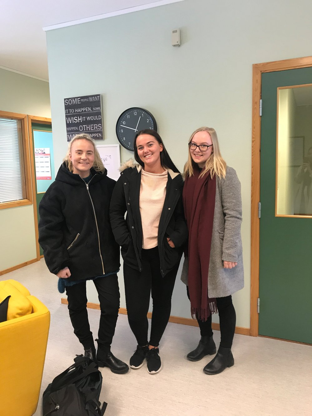 Sosionomstudentene på besøk: f.v Maren Kirkhus,Hanna Henriksen og Kristina Skjønhaug