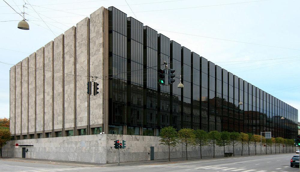 1024px-Danmarks_Nationalbank wiki publicdomain.jpg