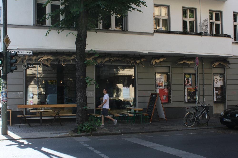 e_Wolf-von-draussen-c-Marie Kloos .JPG