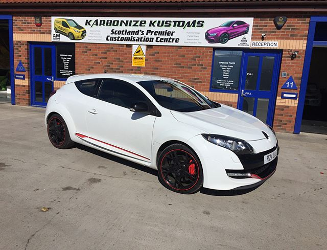 Scott dropped his in today for a gloss black roof and pillars on this lovely RS 👌 This Megane will stand out from the rest with the subtle changes we will make today and our client will be extremely happy once he comes and collects his car at 5pm 😉👍 #karbonizekustoms#megane#rs#averydennison#lovecars#springprotectiondetail#carsofinstagram #cargasm #cars #vinylwrapping #paintptotectionfilm #ppf #detailing #machinepolish #maintenancevalet #paintisdead #waxisdead #amdetailing#scotland #authoriseddetailer