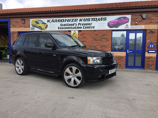 Project Kahn Range Rover sport in today for a bronze package detail and machine polish to bring back the high gloss shine we seen on its last visit to Karbonize Kustoms 👌I love it when our client brings this car in as it's a stunning car to work on and the results are always amazing 😉👍 #karbonizekustoms#rangeroversport#projectkahn#averydennison#lovecars#springprotectiondetail#carsofinstagram #cargasm #cars #vinylwrapping #paintptotectionfilm #ppf #detailing #machinepolish #maintenancevalet #paintisdead #waxisdead #amdetailing#scotland #authoriseddetailer