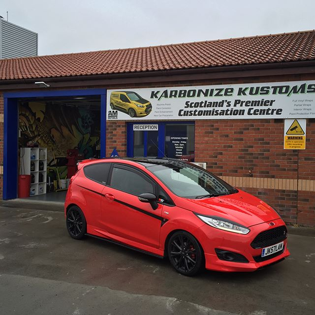 Jack had some black gloss vinyl detailing on the bonnet and front end of his already tricked out fiesta. All the little contrasting colours and shades made the car look more aggressive 😉👌🏼 karbonizekustoms#averydennison#lovecars#springprotectiondetail#carsofinstagram #cargasm #cars #vinylwrapping #paintptotectionfilm #ppf #detailing #machinepolish #maintenancevalet #paintisdead #waxisdead #amdetailing#scotland #authoriseddetailer