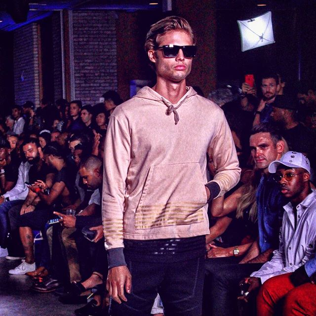 Summer vibes at the @grungygentleman show  #sixstripes #grungygentleman