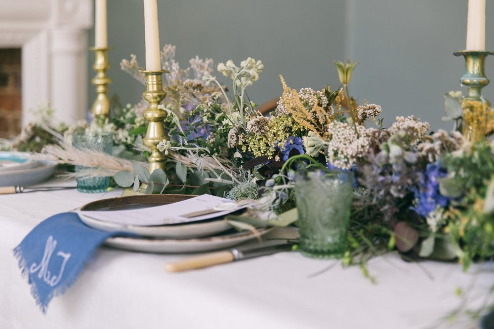 23-Seashore-and-coastal-inspired-wedding-table-setting-ideas-by-stylist-Nancy-Straughan.jpg