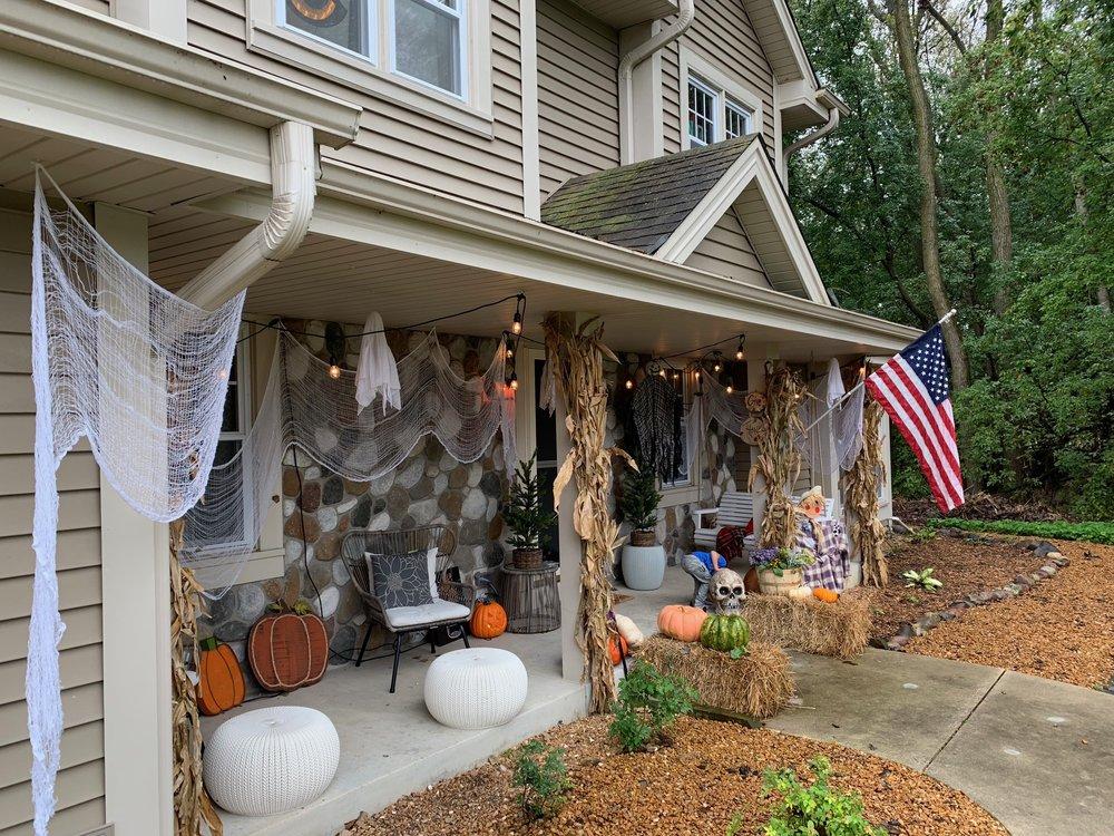 halloween house hay.JPG