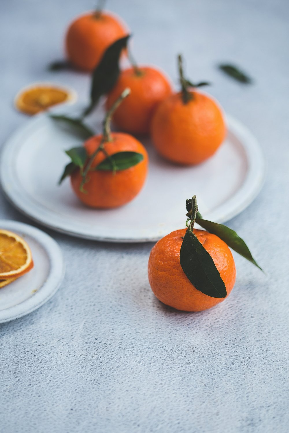 Oranges have vitamin C, flavonoids and beta-carotene to help boost the immune system, fight the flu and reduce the effects of aging. -