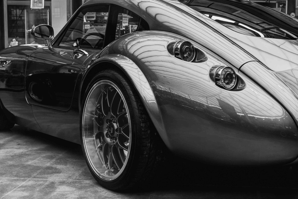 vehicle-sourcing-classic-sports-car-luxury-in-motion