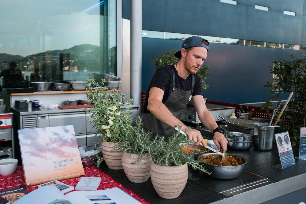 Yves am Kochen in der Seebar