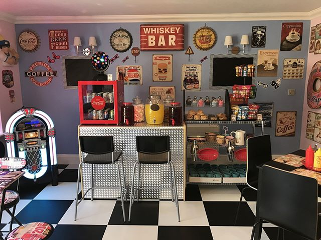 Retro diner opens in Anchor care home http://ow.ly/xfIQ50hFmiQ
