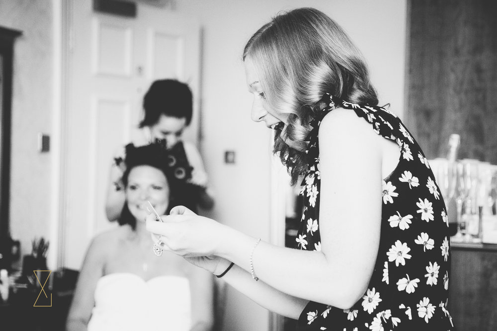 Bridesmaid reading a card from the bride, Evans & Evans wedding photography