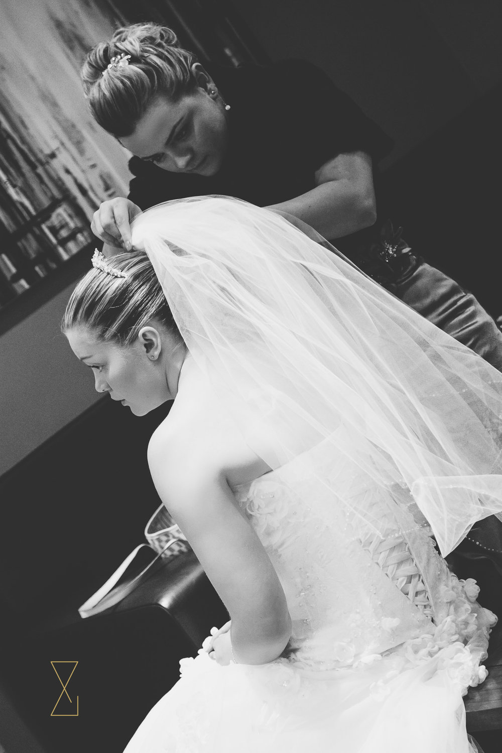 Bride-with-veil-Stanneylands-Hotel-Evans-and-Evans-wedding-photography-Cheshire.jpg