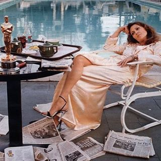 The best Oscar winner pic goes to #fayedunaway the day after 1977 #vintagestyle ##photographer #terryoneill #tminx #touchofminx
