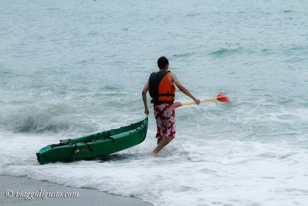 cinque terre kayaking.jpg