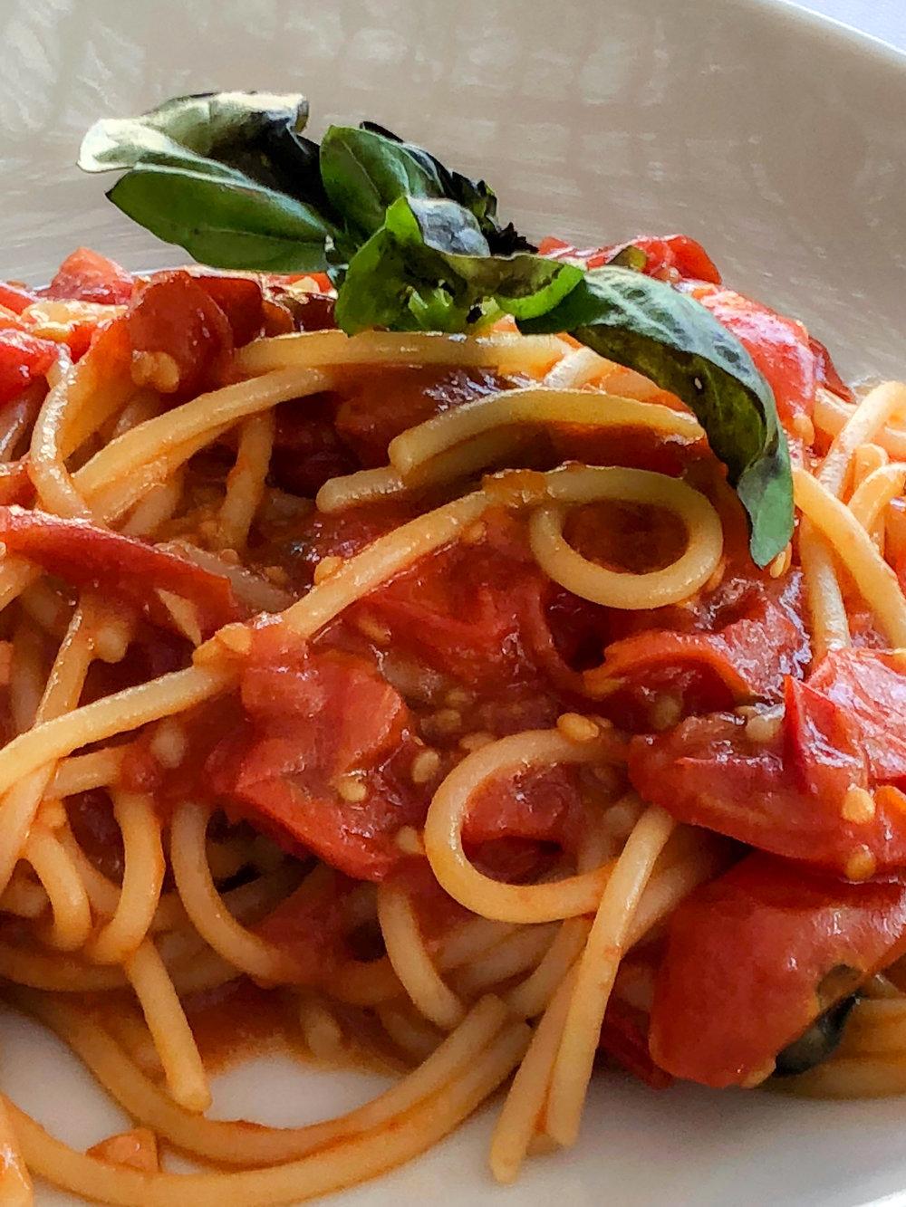 pasta with fresh tomato and basil, ristorante lo scoglio