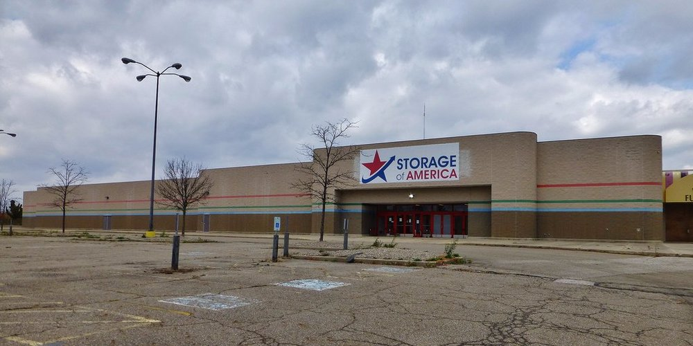 retailers-are-closing-thousands-of-stores--but-there-could-be-a-bigger-problem-hiding-in-the-distance.jpg