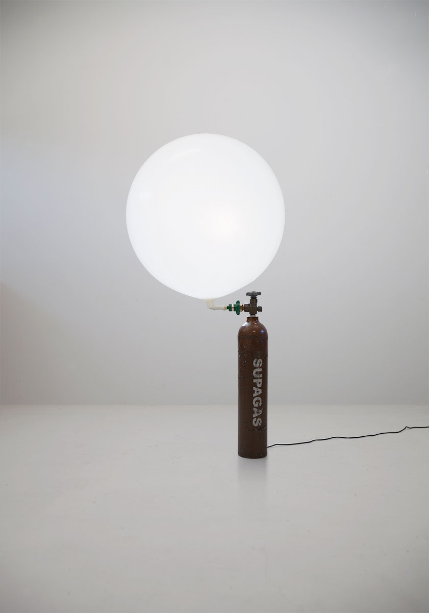 HELIUMLAMP - A lamp that is both adjustable in terms of light intensity as well as size.