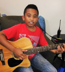 HTYN-Hawaii-boy-with-guitar-May-2015-271x300.jpg