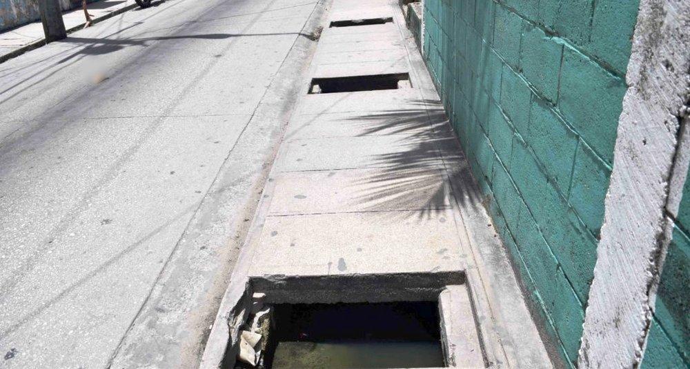 Belize-City-Sidewalks-1024x683.jpg