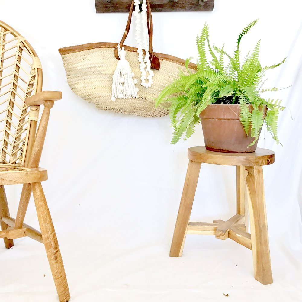 "<span style=""font-family:Helvetica;letter-spacing:2px;font-size:10px;color:rgba(28,28,28,0.8);text-transform:uppercase;""><b>GRADE A WOODEN STOOL</b></span>"
