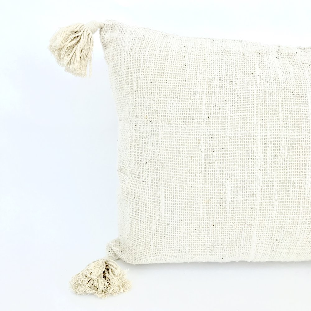 """<span style=""""font-family:Helvetica;letter-spacing:2px;font-size:10px;color:rgba(28,28,28,0.8);text-transform:uppercase;""""><b>OATMEAL TASSEL CUSHION</b></span>"""