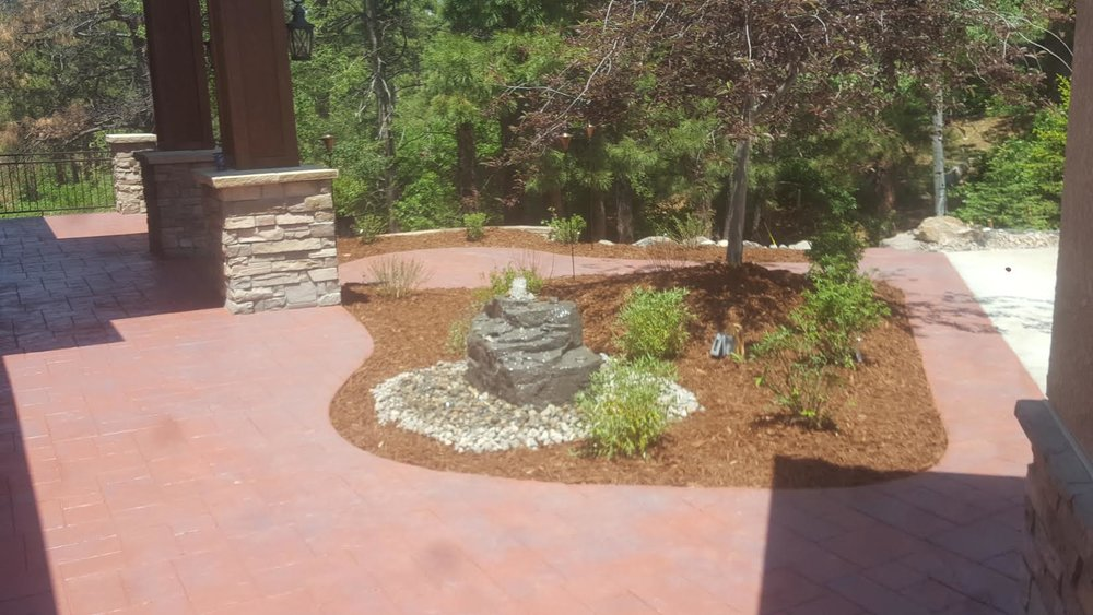 Landscaping          Flagstone - Pavers - Patios -Fire Pits - Retaining Walls - Pathways - Edging - Rock - Sod - Mulch - Sitting Walls - Fencing - Garden Beds