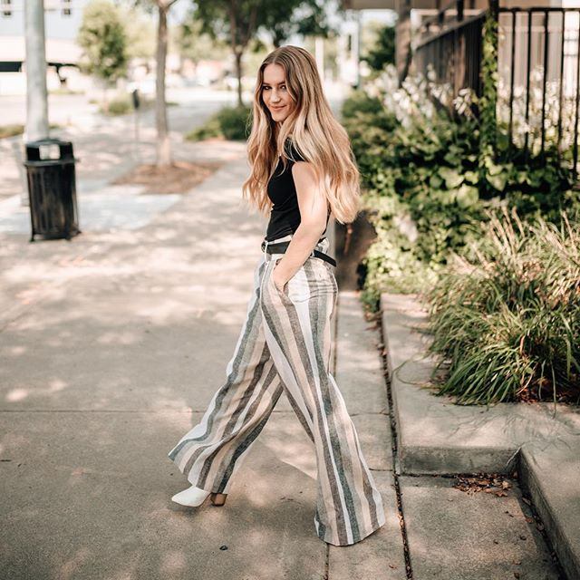 Struttin' into the long weekend like...✨ . Happy Friday and Labor Day weekend, loves!! Snag these dope pants online while you can!! . www.stella-collective.com #laborday2018 📸 @leturaidigima