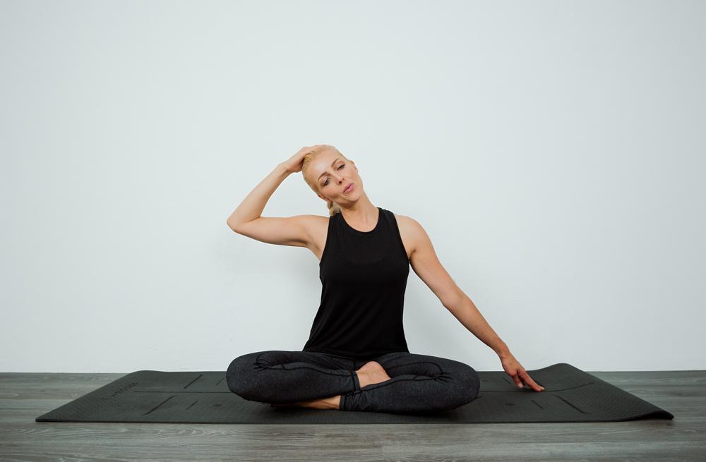 Cocolime_Fitness_Suzie_Sitting_Neck_Stretch.jpg
