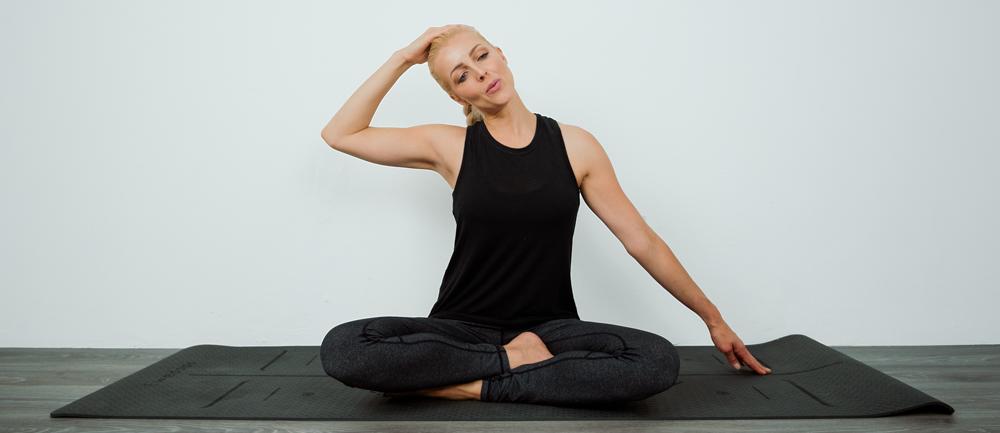 Cocolime_Fitness_Suzie_seated_neckstretch.jpg