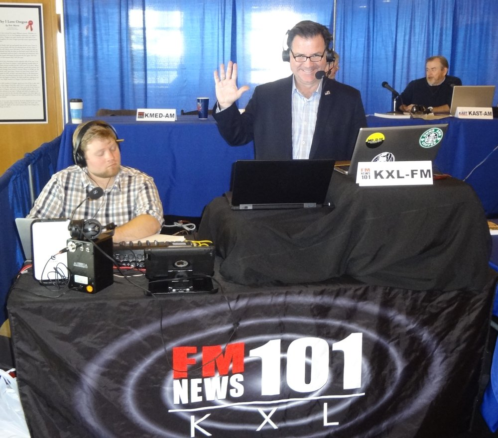Lars Larson broadcast his KXL-FM and nationally syndicated talk show from the 2015 OAB Day at the Capitol.