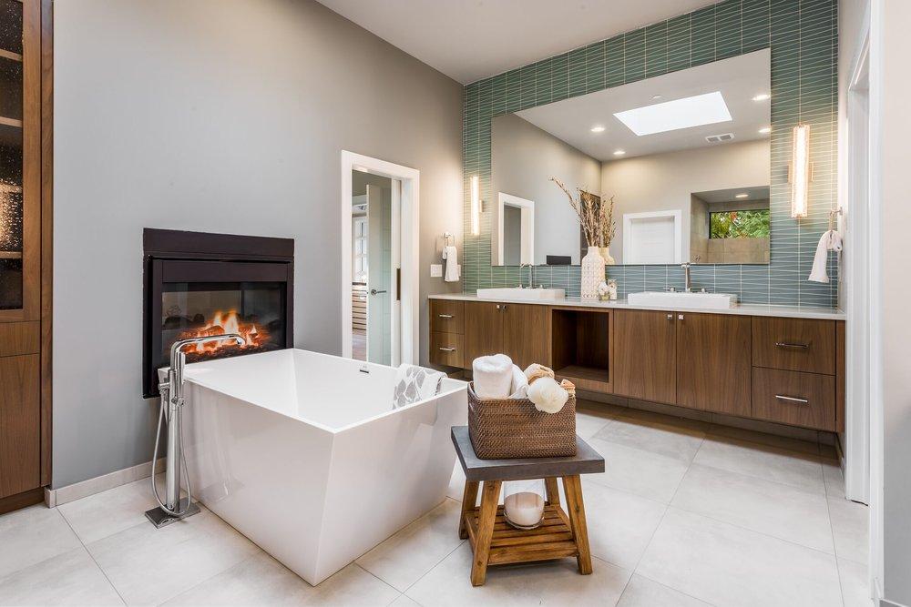 3 master bath tub cu.jpeg
