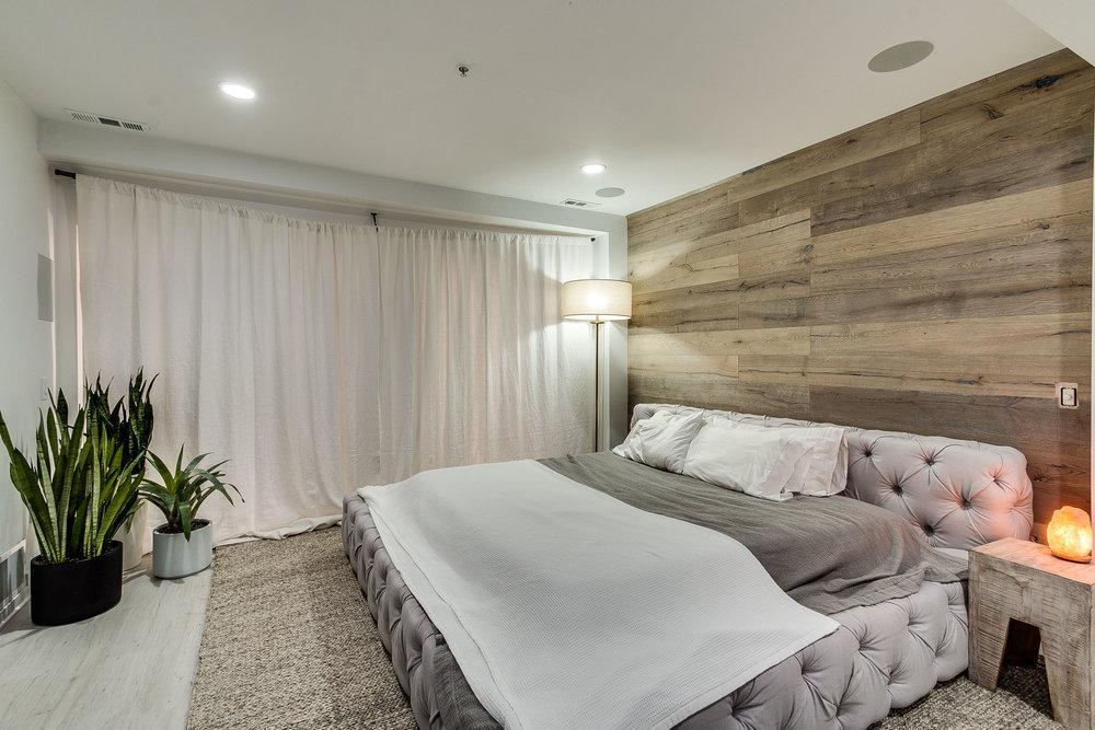 Bedroom 433 N Wells 502.jpg