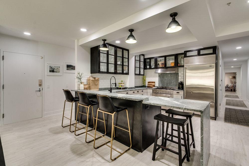 Kitchen 433 N Wells 502.jpg