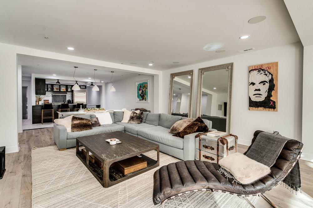 Living Room 433 N Wells 502.jpg