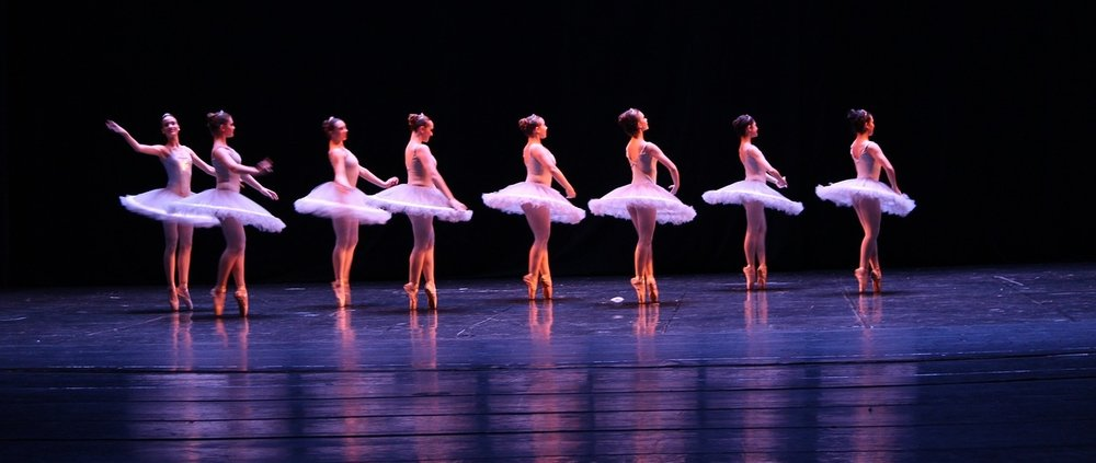 Staging-Ballet-Lighting-Theatre-Dance-Feeling-2682291.jpg