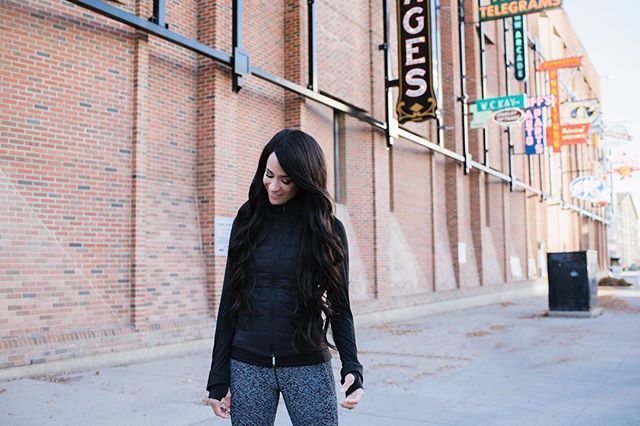 • W H O A •  Tricky time never slows- and just like that, Autumn is here #yeg 🍂 My favourite time to run outside! 🏃🏽‍♀️🏃🏽‍♀️🏃🏽‍♀️ 📷: @jillianschecher #sayhello #brritscoldinhere #torrosintheatmosphere #allthelayers
