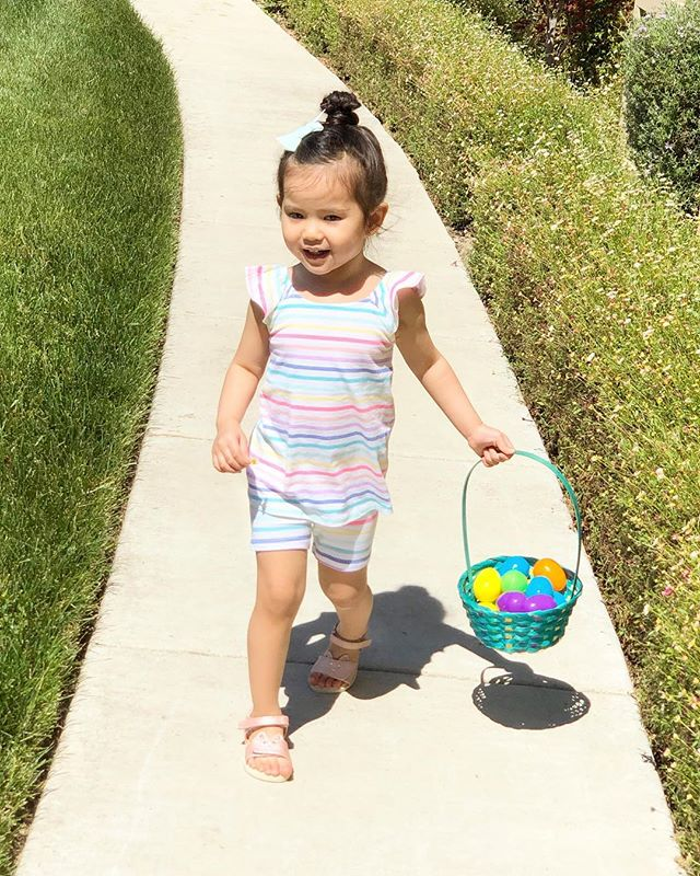 Savannah had so much fun egg hunting yesterday! 🐣 She was anxiously waiting for it to start and once they said GO, she was picking them up slowly one by one...while the other kids went crazy! 🤣 Then she saw some flowers on the way home and said for Mommy! 🥰🌸 I just love seeing her enjoy the little things in life! Hope y'all are enjoying your Easter Sunday too! 🐰🌈 #easter2019