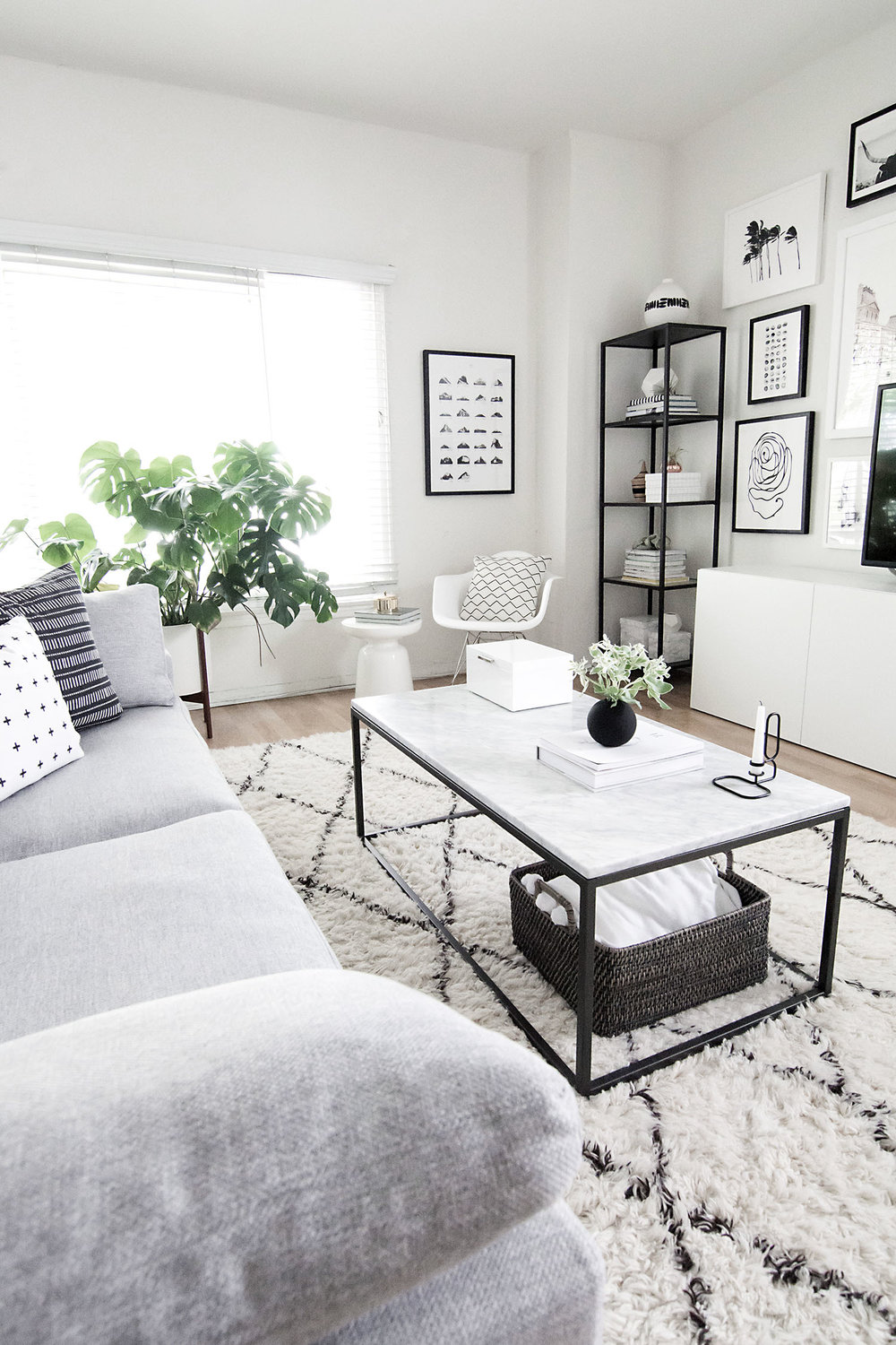 Monochrome-living-room.jpg