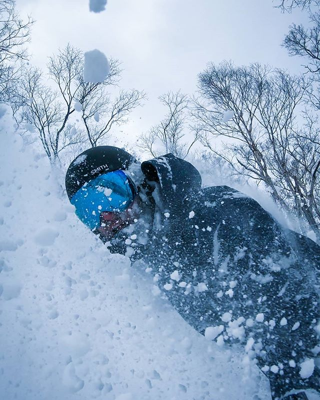 Throw back to my first day in Japan where there was about 10cm of fresh. Managed to get a few face shots. . . . . . #niseko #faceshot #snowboarding #prayforsnow #freshies #IRideForJae