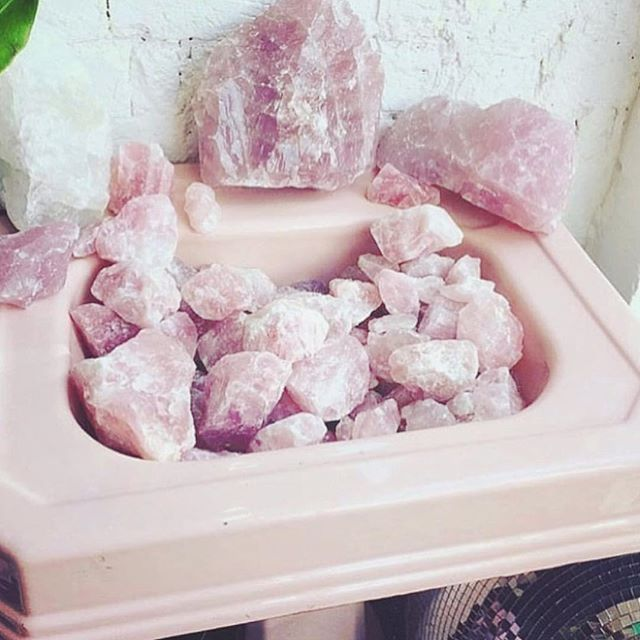 Happy Fullmoon, Equinox & Humpday! x💋The Crystal nerd EYESEEi.  PS💗Our Rosequartz crystals are from small buisnesses, mostly family mines in Brazil. They got some of the very best working conditions in the world from my perspective. . #kristaller #kristallägg #yoniägg #kristallnörd #fullmåne Photo: via @yoniyogasanna Photgrapher unknown, anyone?