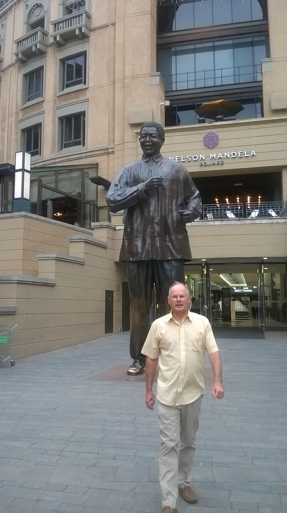 2016 - Nelson Mandela statue in Sandton