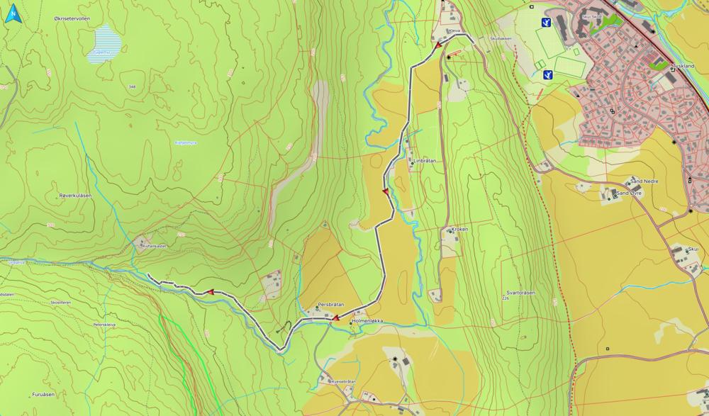 Tur 1 med vogn: Parker under Skuihoppet og følg grusveien inn 1.4 km til Persbråtan. Følg veien videre opp langs Urdselva til terrenget flater ut.